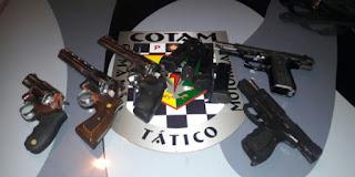 policia-prende-5-homens-com-revolveres-e-pistolas