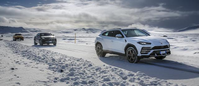 雪上を走るランボルギーニ・ウルス