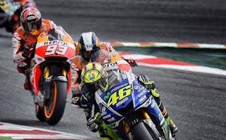 Rossi Pecundangi Marquez di Empat Seri MotoGP Secara Beruntun