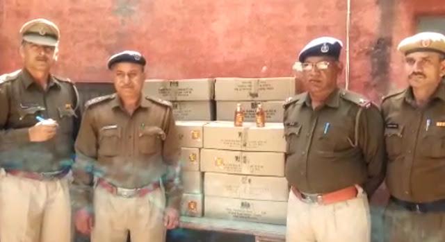 फरीदाबाद पुलिस ने हाईवे नंबर दो पर 1300 दारू की बोतलें की बरामदFaridabad police recovered 1300 bottles of liquor at highway (NH-2)