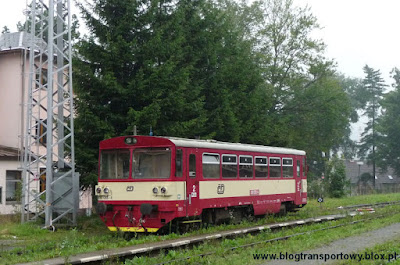 Wagon motorowy 810.055-4 na stacji Jesenik