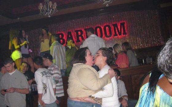 Dronken op de bar neuken