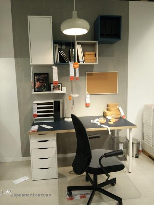 Survey meja study anak kat IKEA