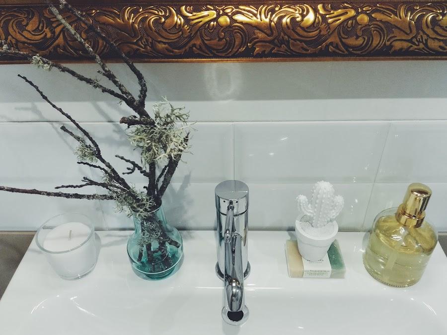 dar glamour a un baño sencillo,