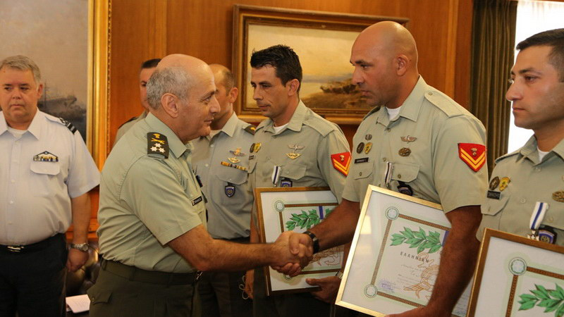 Οι 3 ήρωες καταδρομείς που απεγκλώβισαν τον πιλότο του Απάτσι