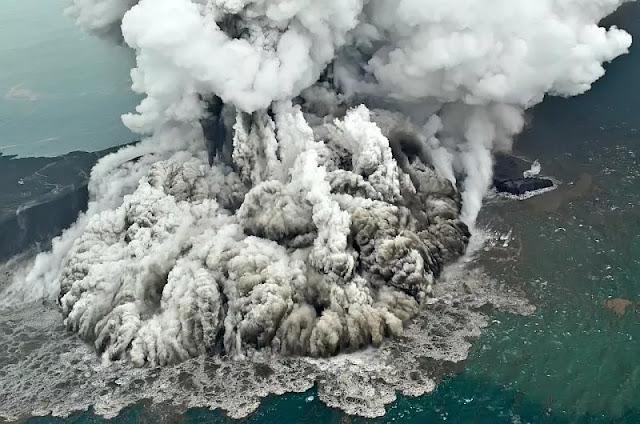 Foto Menakjubkan Penampakan Aktivitas Vulkanik Anak Krakatau