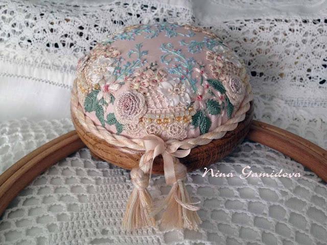вышивка игольница деревянная