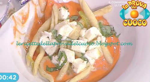 Prova del cuoco - Ingredienti e procedimento della ricetta Casarecce ai peperoni bufala e basilico di Gian Piero Fava