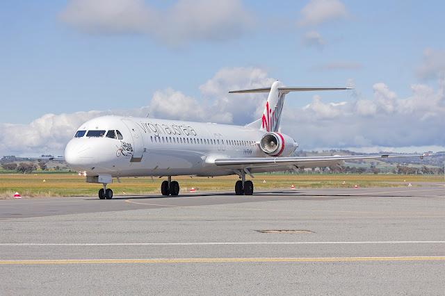 Virgin Avustralya Uluslararası Havayolu (VH-FWH) Fokker 100 taxi yapıyor.