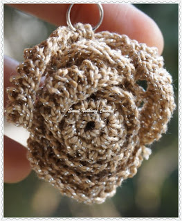 free crochet rose pendant pattern'