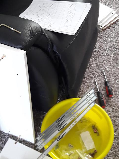 Osien kasaamista - olohuoneen sisustusuudistus osa II