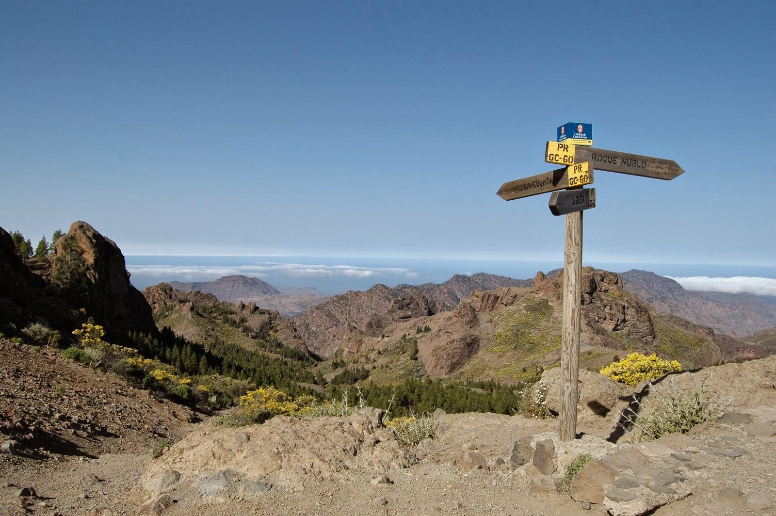 Girar a la derecha hacia el Roque Nublo