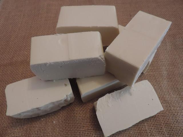 Jabón casero en pastilla con aceite usado