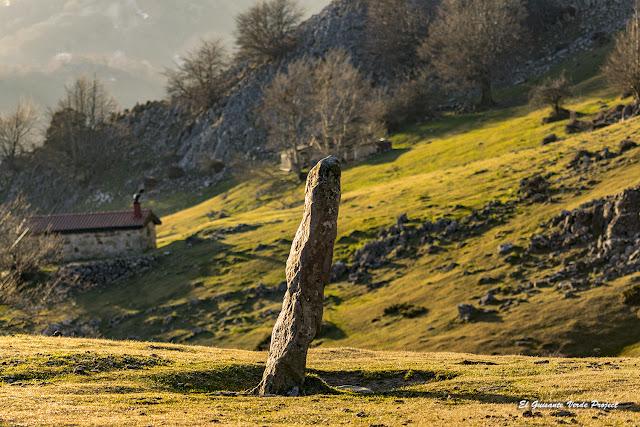 Menhir de Zastegi, Parque Natural de Gorbea por El Guisante Verde Project