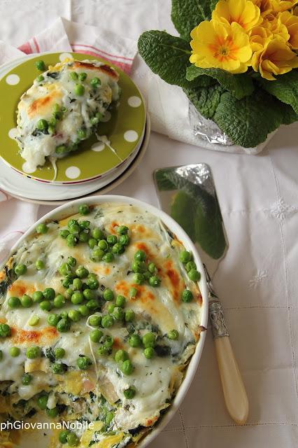 Lasagne con costine, piselli e scamorza fresca