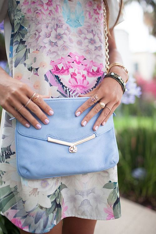 street style: pastel floral print dress with light blue clutch