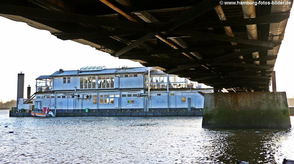 Restaurant Engel auf dem Anleger an der Elbe in Hamburg