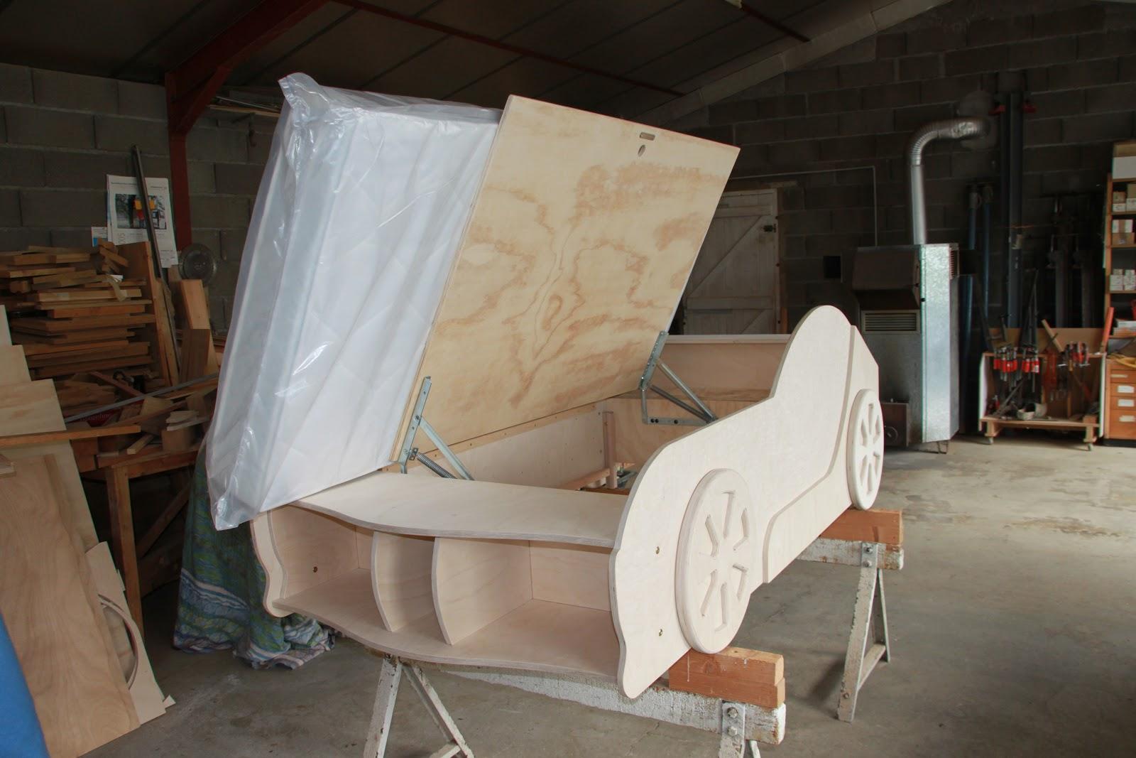 plan pour fabriquer un lit voiture. Black Bedroom Furniture Sets. Home Design Ideas