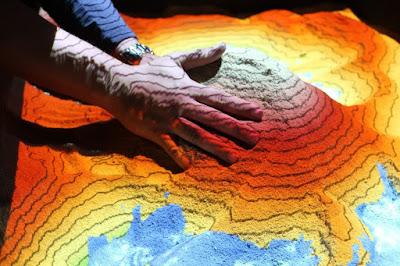 Exposição inédita  retrata a interação humana com os recursos minerais do planeta