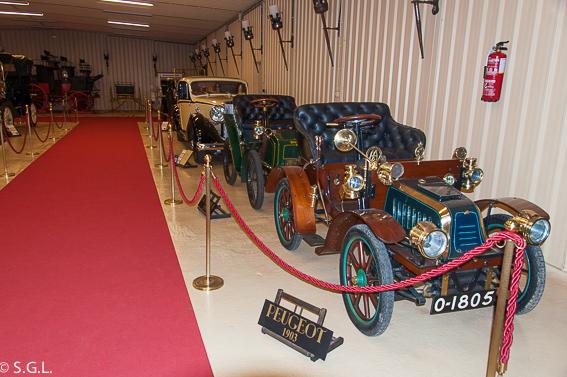 Torre Loizaga y su exposicion de coches antiguos