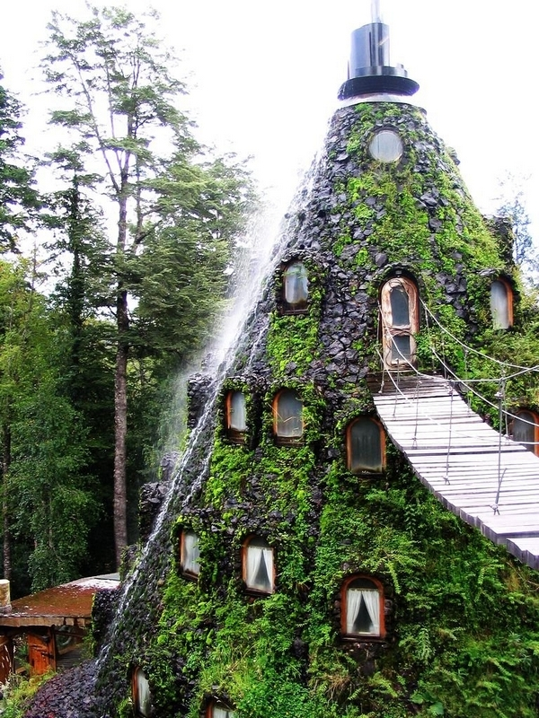 11-Architecture-with-the-Huilo-Huilo-Biological-Reserve-www-designstack-co