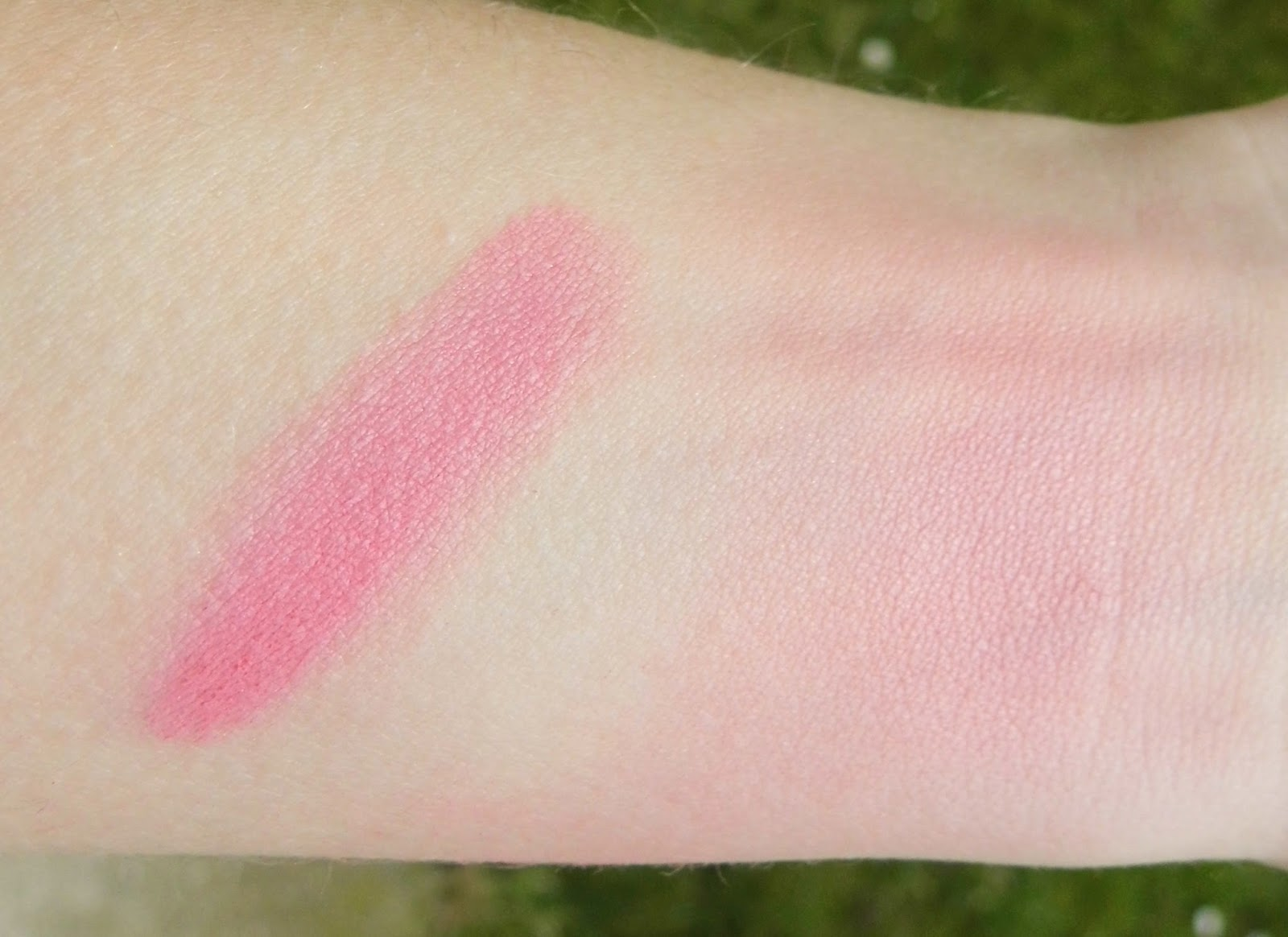 essence-cinderella-limited-edition-blush-01-so-this-is-love-swatch-picture