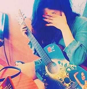girl with guitar hiding face dp