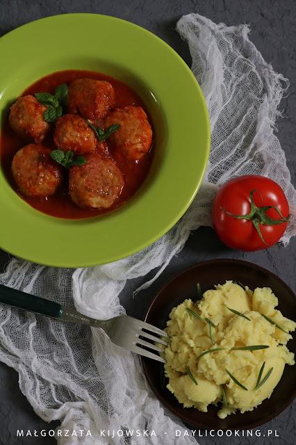 przepis na klopsy w sosie pomidorowym, pulpety z indyka, co na obiad z indyka, daylicooking
