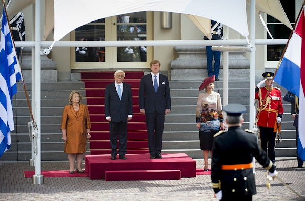 King Willem-Alexander and Queen Máxima welcomes the Greek president Prokopis Pavlopoulos and his wife Vlassia Pavlopoulo-Peltsemi