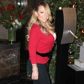 Mariah Carey robbed of $50,000 worth of accessories.