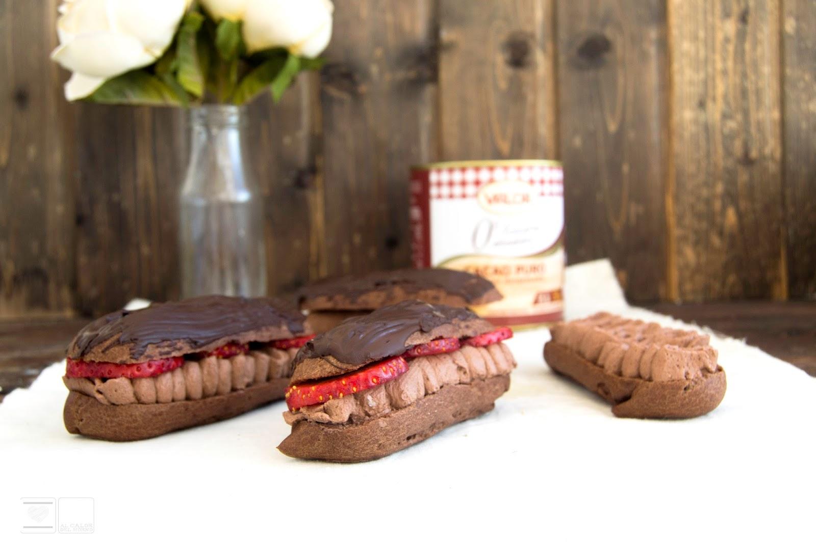 Eclairs de nata trufada y cobertura de chocolate crujiente