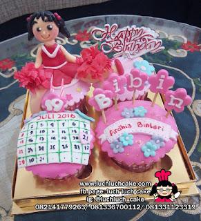 Cupcake cheersleader