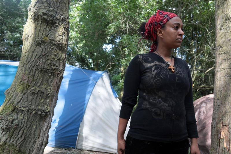 Sanita, 17 ans, dans le camp de Steenvoorde. PHOTO BAZIZ CHIBANE