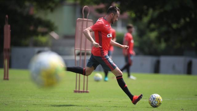 Flamengo aposta em inteligência e liderança de Mancuello após primeiro ano de adaptação