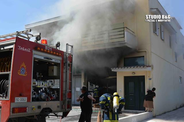 Πυρκαγιά σε κατάστημα και σπίτι στο Ναύπλιο (βίντεο)