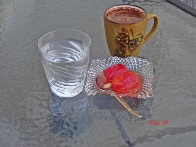 Γλυκό κουταλιού ντοματάκι ,με καλη παρέα και καφεδάκι