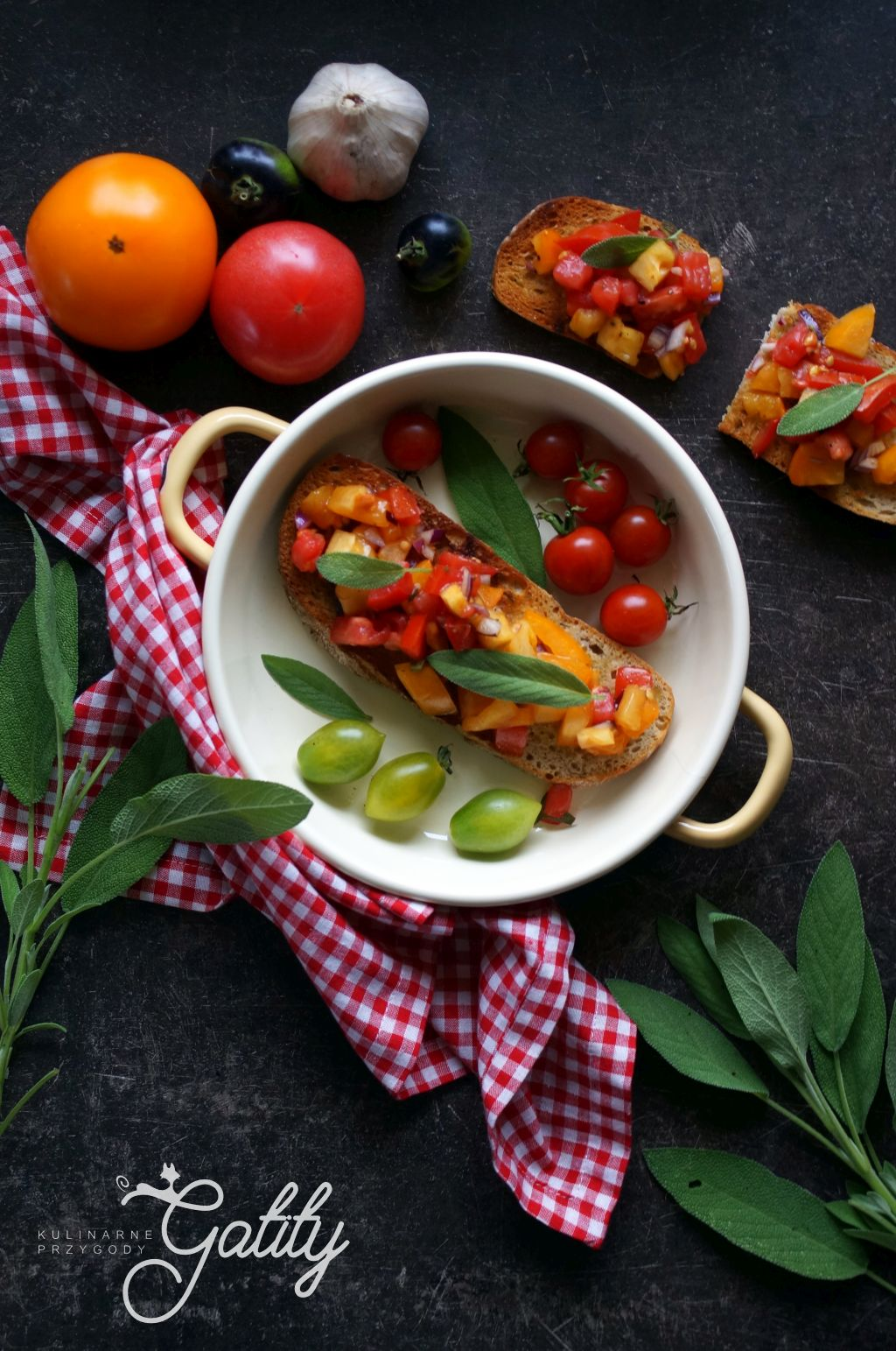 kolorowe-pomidory-na-chlebie