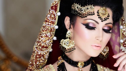 In this Asian bridal makeup tutorial, you will see the combination of black golden jewellery with red bridal dress is totally a new trend and looking so ...