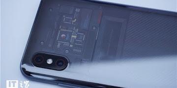 Xiaomi Mi 8 Berhasil Lepaskan Anggapan Sebagai Peniru Desain Apple