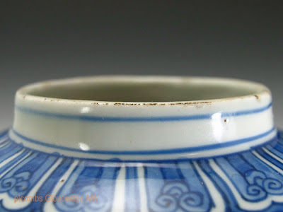 "<img src=""Chinese Ming Jiajing jar .jpg"" alt=""blue and white jar rim"">"