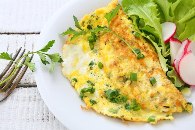 Omelette à la ciboulette et fromage