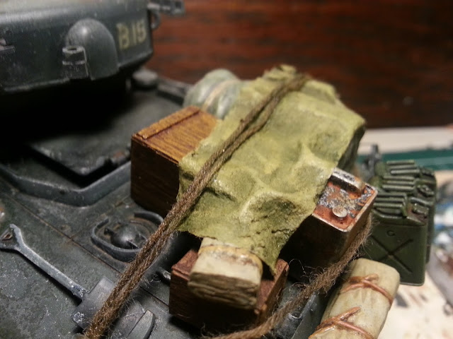 Stowage on the 1/35 Sherman tank