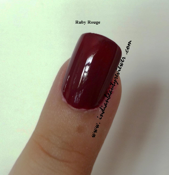 Indianbeautyreviewer Oriflame The One Long Wear Nail Polish Red Sky At Night London Red Ruby Rouge Review Price In India