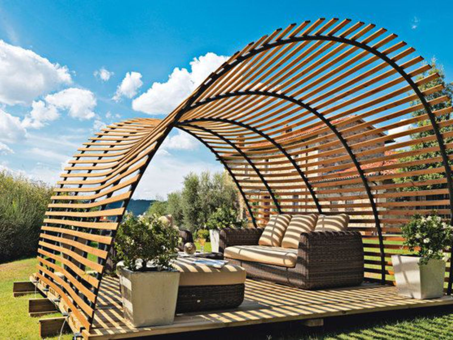 Inspiration une pergola pour accueillir le printemps for Architecture organique exemple