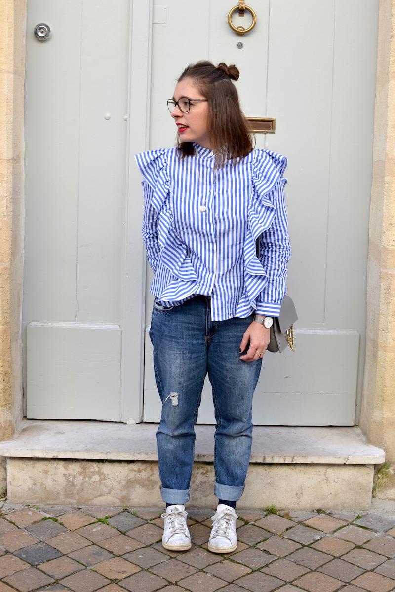 chemise à volant Sheinside, jean relaxed H&M, sac gris Idriss, médaille l'atelier d'amaya, stan smith, chaussettes à volants