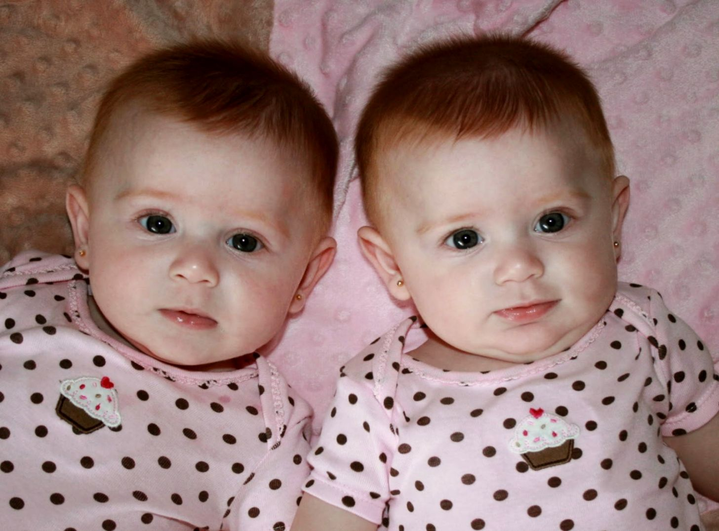 Cute Twin Babies Wallpapers Weneedfun Funny Baby Clothes For Twins