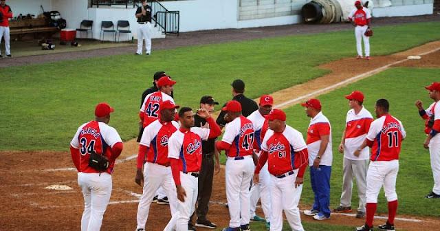 La temporada pasada la selección cubana estuvo envuelta en un escándalo con el arbitraje y los resultados estuvieron mediocres, por lo que los organizadores no están dispuestos a invertir en vano