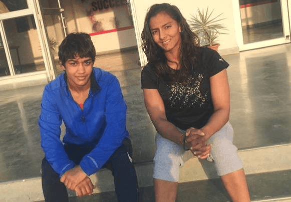 Geeta Phogat With Her Sister Babita Phogat HD Wallpaper Photo  Pics