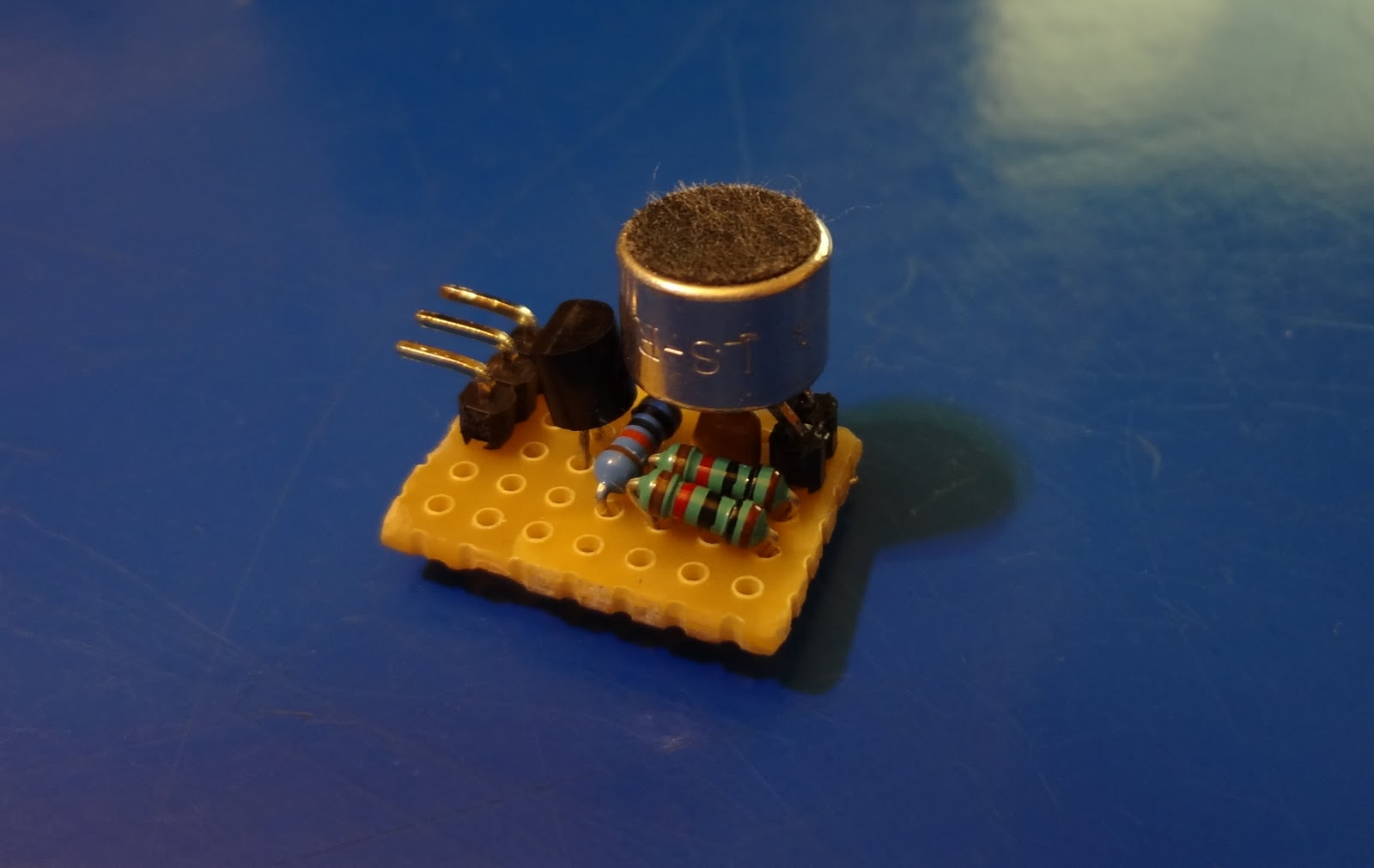 This Very Simple Audio Mixer Circuit Uses Only One Transistor The