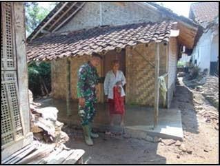 Tangis Bahagia Bu Timai, Rumahnya Selesai Direnovasi Pak Tentara